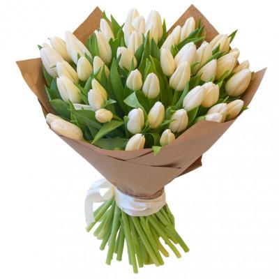 Тюльпаны Белые в крафте 51 шт