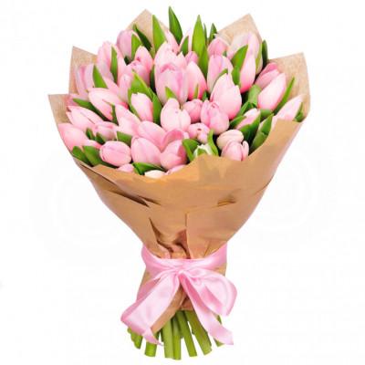 Нежно розовые тюльпаны в крафте 49 шт